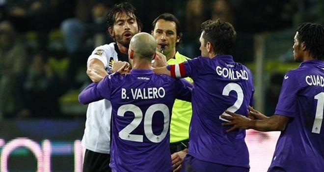 Chuyện lạ ở Italy: CĐV Fiorentina tẩy chay trận đấu trong 10 phút đầu