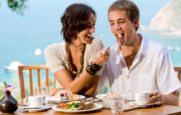 Người vợ nên quan tâm, chủ động hơn đến chế độ dinh dưỡng cho chồng